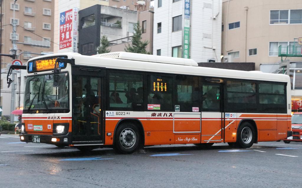 東武バスセントラル 6023 足立200か3844: exhaust note.